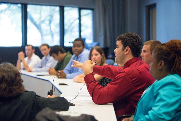 Students attend Valpo's college for business majors