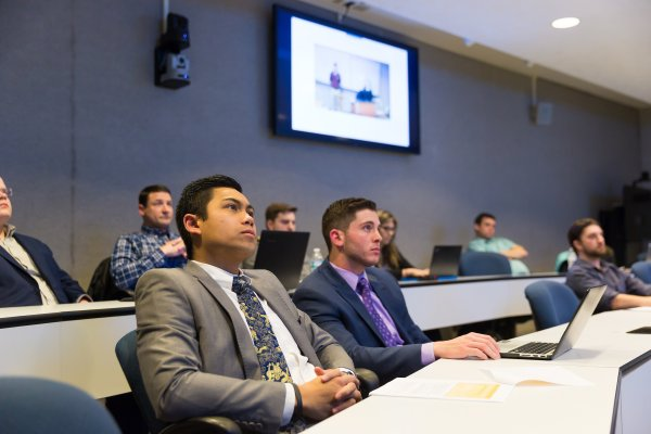Students listen to a Valpo College of Business lecture