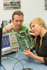 Valpo Engineering Offers New Course to Students Around the World