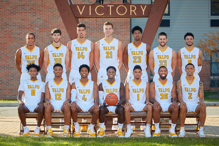 2018-2019 Valpo Men's Basketball team portrait in front of Victory Bell
