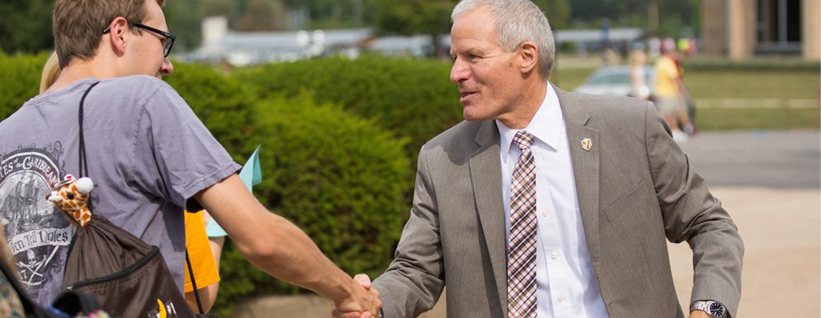 president_banner_handshake02