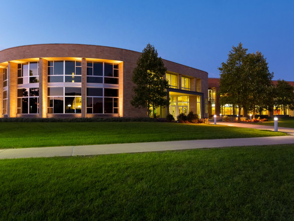 Harre Union at dusk