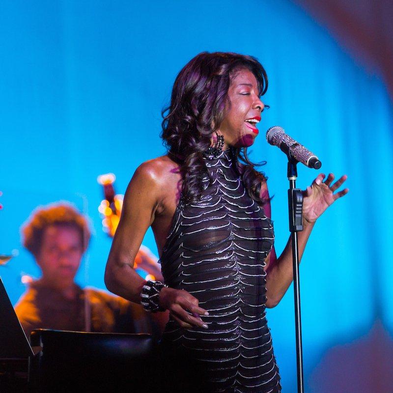 Natalie cole singing on stage